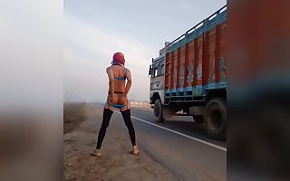 Flashing my ass to truckers
